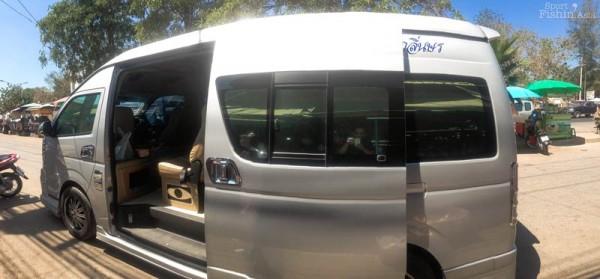 Van transport between airport and destination