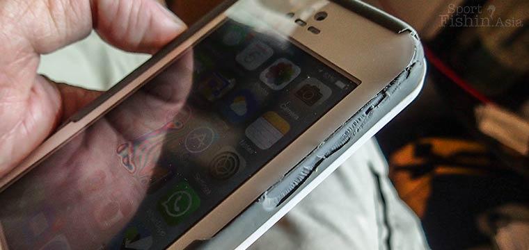 Disintegrating Lifeproof Fre iPhone 5 waterproof case