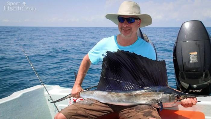 kuala-rompin-sailfish-fishing-charter_141014_3352