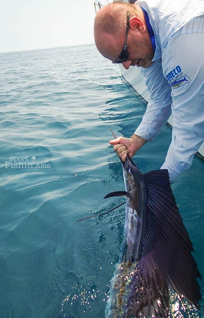 kuala-rompin-sailfish-fishing-charter_141014_3408