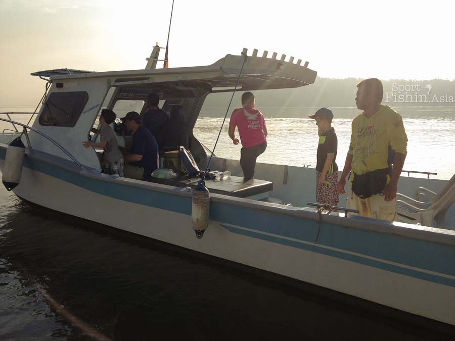 rompin-boat-sport-fishing-asia-