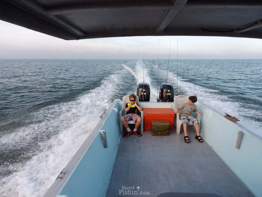 rompin-boat-sport-fishing-asia