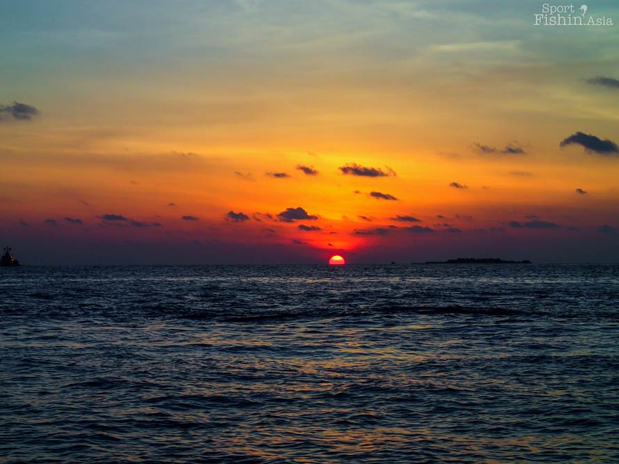 sunset-maldives-male-fly-fishing-walkabout-scenes-20130413-(2)