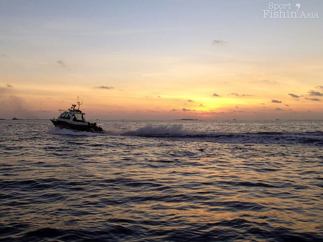 sunset-maldives-male-fly-fishing-walkabout-scenes-20130413-(3)