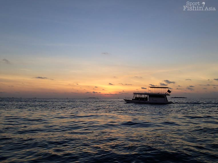 sunset-maldives-male-fly-fishing-walkabout-scenes-20130413-(5)