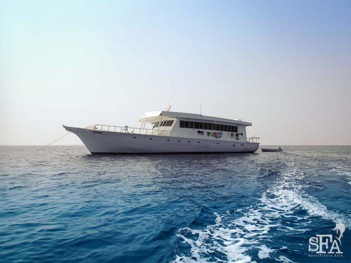 Maldives live-aboard mother boat