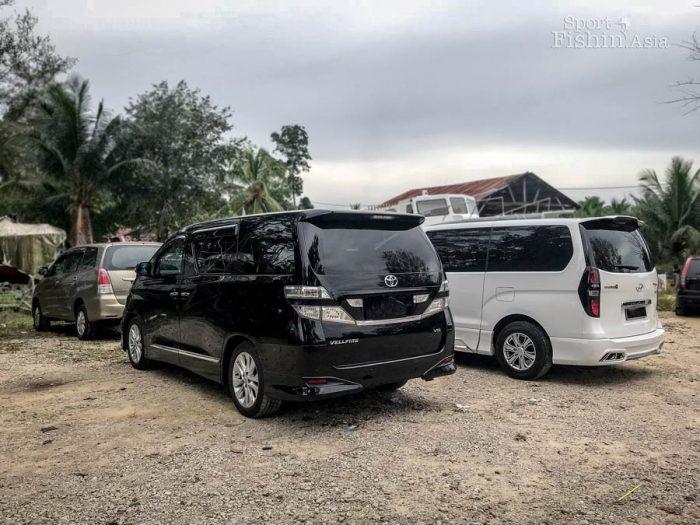 Toyota Vellfire, Hyundai Starex, Toyota Innova Rompin transport