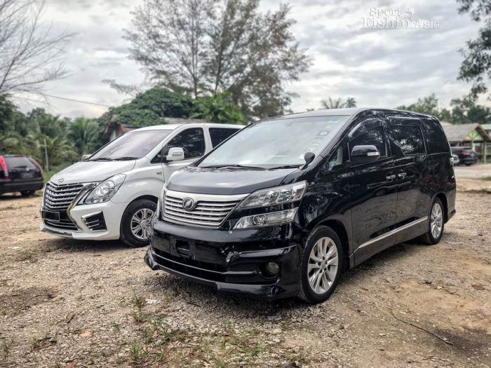 Toyota Vellfire and Hyundai Starex MPV mini vans transport to Kuala Rompin for fishing by Sport Fishing Asia